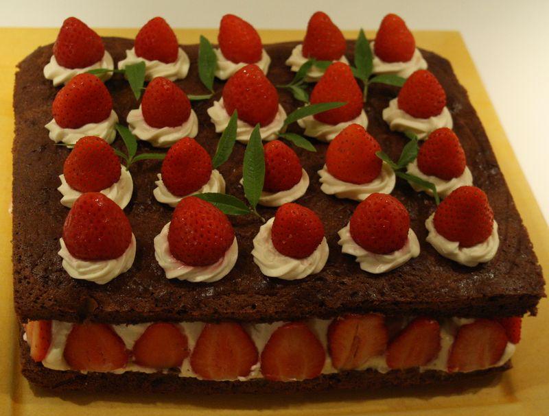 Gateau Anniversaire Vanille Fraise Decor Chocolat