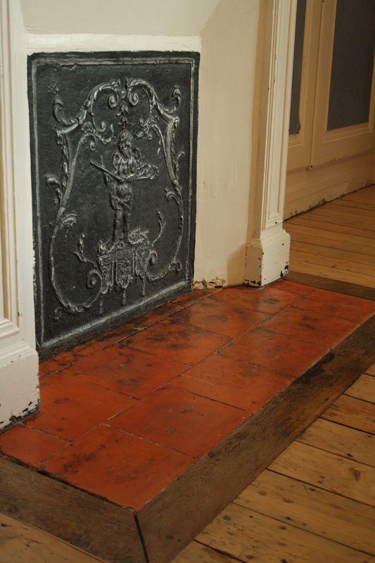 peindre tomettes sol d coration salon avec tomettes peinture carrelage en terre cuite raviver. Black Bedroom Furniture Sets. Home Design Ideas